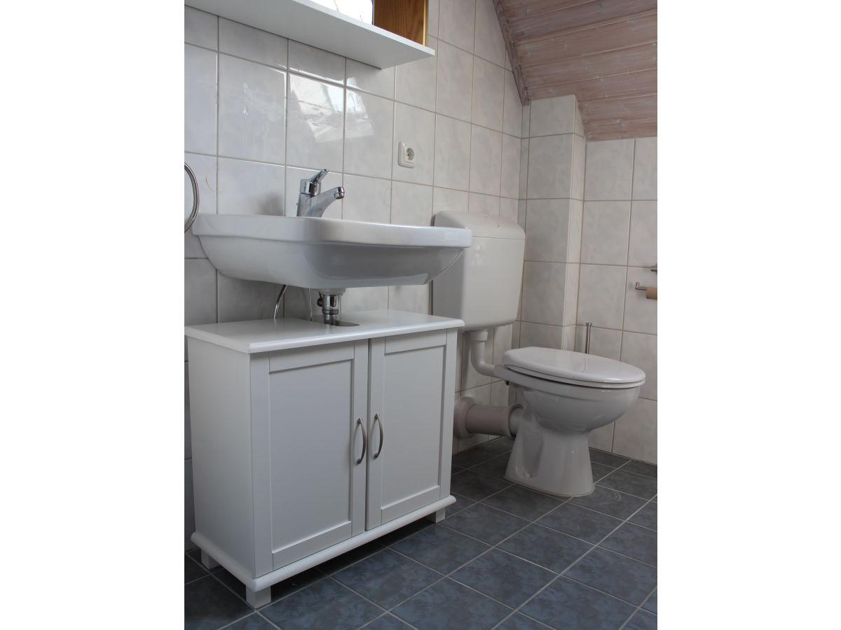 gstebad mit wc und dusche kreative ideen ber home design. Black Bedroom Furniture Sets. Home Design Ideas