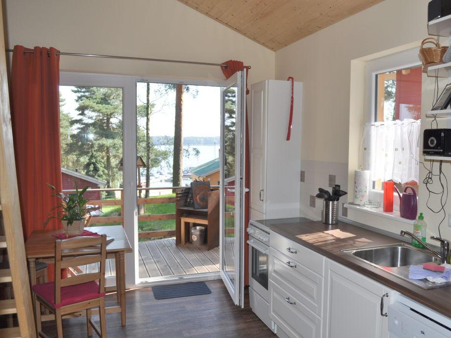 Ferienhaus und Terrasse mit Seeblick