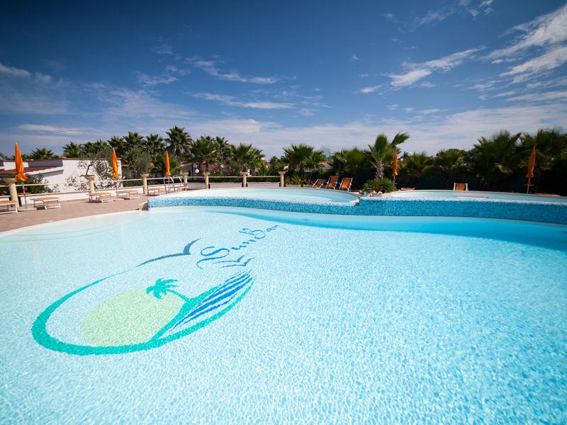 Ferienwohnung Sunbay (direkt am Strand/mit Pool)