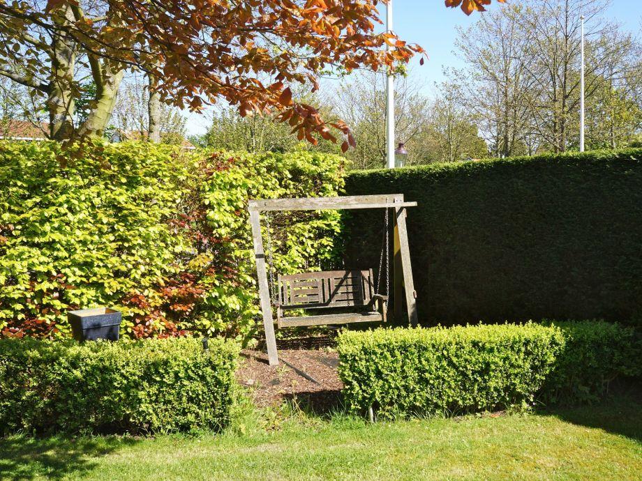 Villa de burghse hoeve zeeland renesse firma sorglos for Poolecke im garten