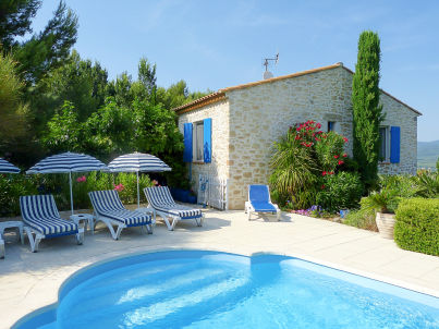 with pool in the hinterland of the Côte d'Azur