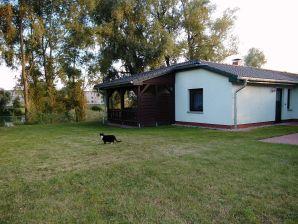 Landhaus am Teich - Ferienhaus lila