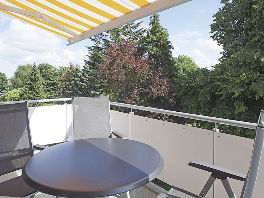 Balkon markise innenraume und mobel ideen for Markise balkon mit tiefengrund tapete
