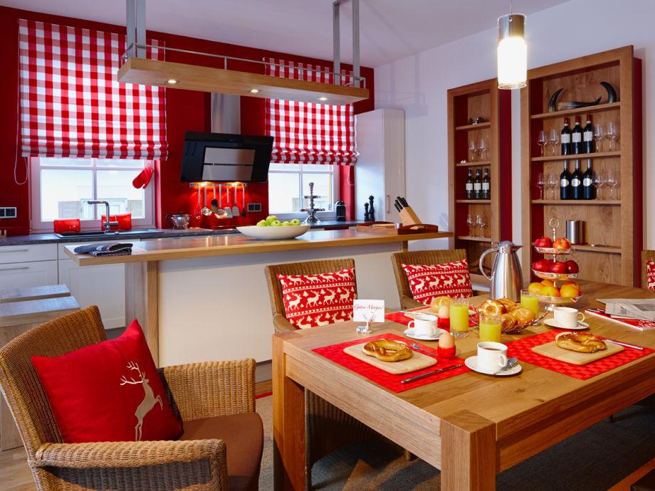 Die große Küche und der Essbereich