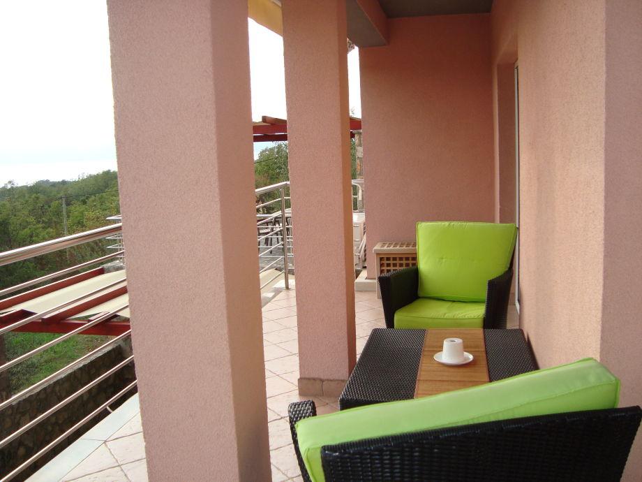 schöner Balkon mit Meerblick