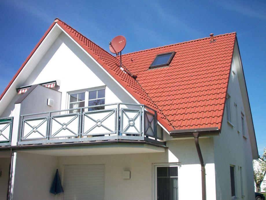 Außenansicht mit Balkon
