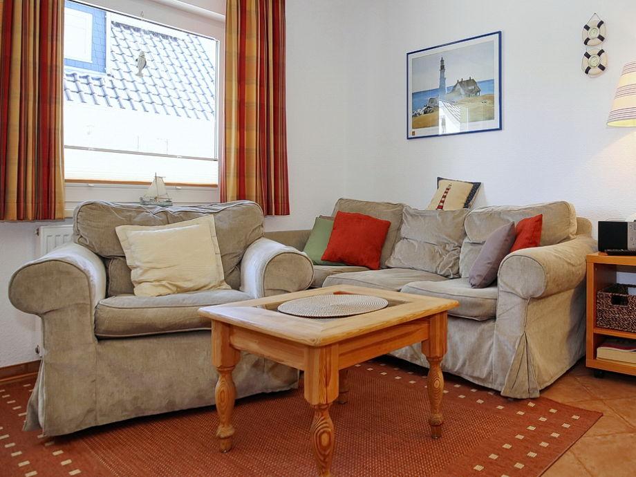 Wohnbreich mit Couch und Sessel