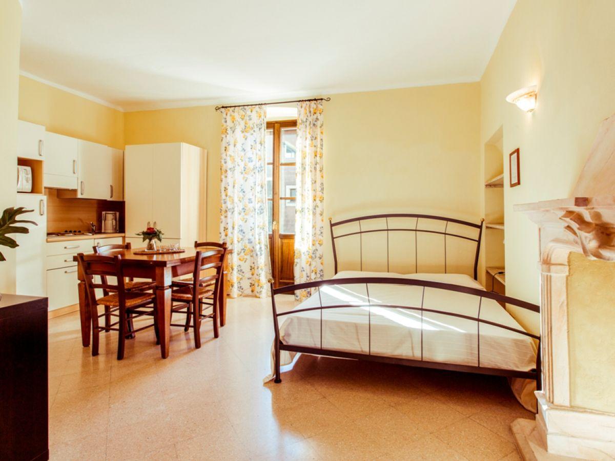 ferienwohnung villa s caterina manerba del garda gardasee frau dominique nodari. Black Bedroom Furniture Sets. Home Design Ideas