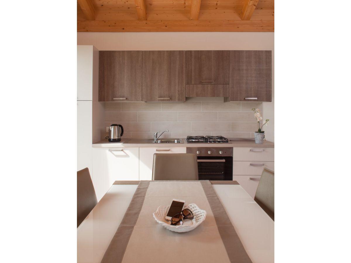 ferienwohnung campiano malcesine lake garda province of verona italy frau emmanuela betta. Black Bedroom Furniture Sets. Home Design Ideas