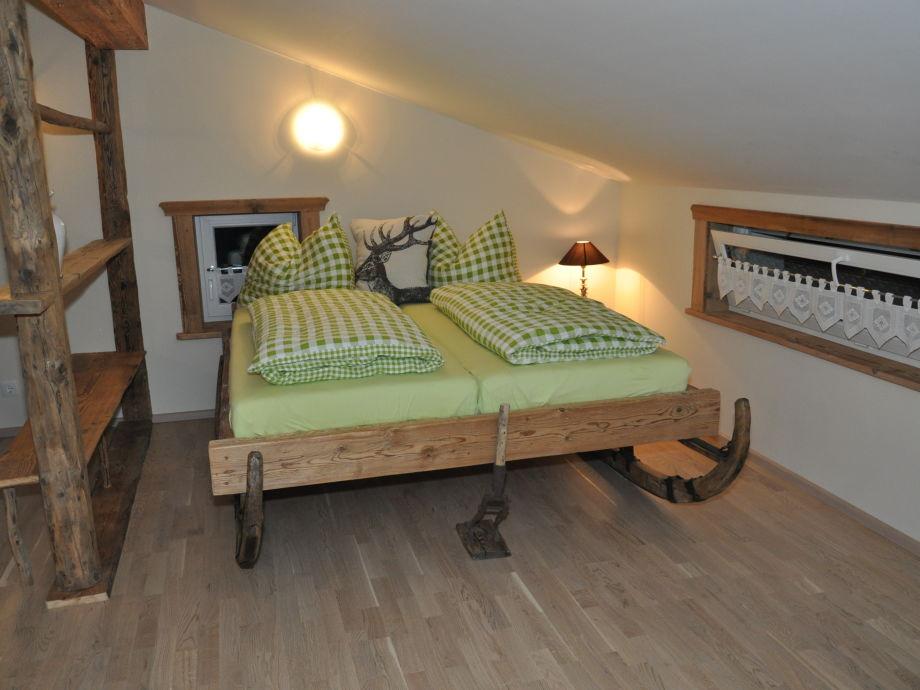 Doppelbett auf Schlitten