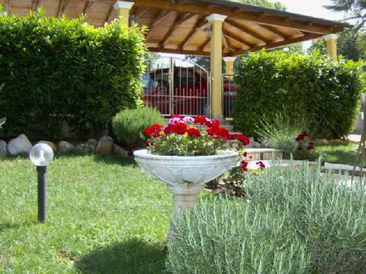 Ferienwohnung zelic porec istrien croatia firma haus for Haus umschwung