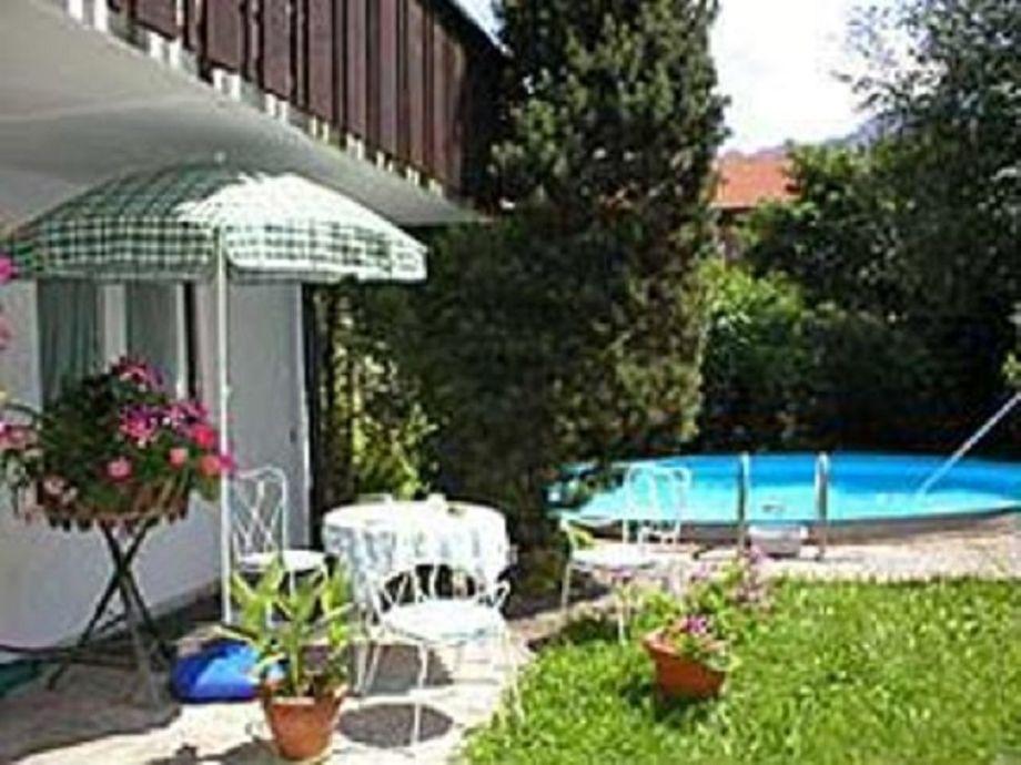 Schöne Terrasse mit Swimmingpool