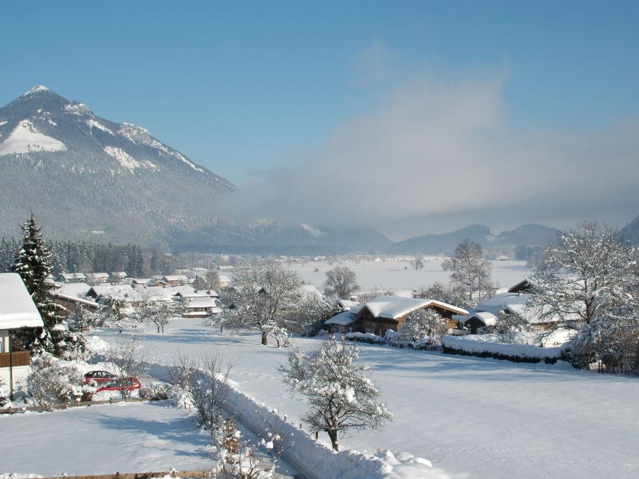 Ausblick ins Achental im Winter