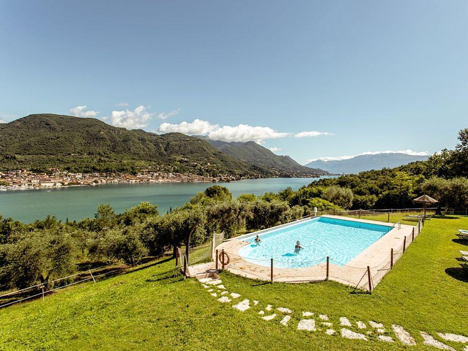 Pool und Aussicht auf Salò
