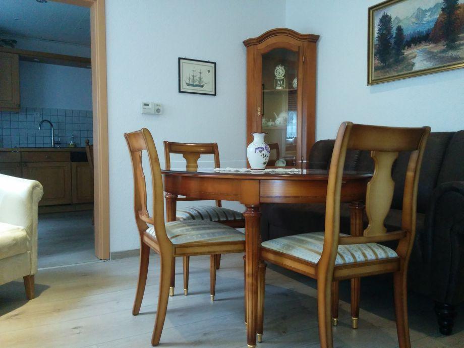 https://images.traum-ferienwohnungen.de/85256/2630315/45/feines-stilwohnzimmer-jetzt-mit-rustikalem-ess-sofa.jpg - Esssofa