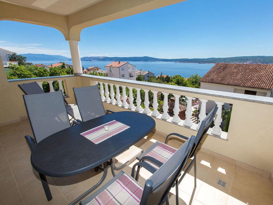 Balkonsitzgruppe der Fewo mit tollem Panoramameerblick