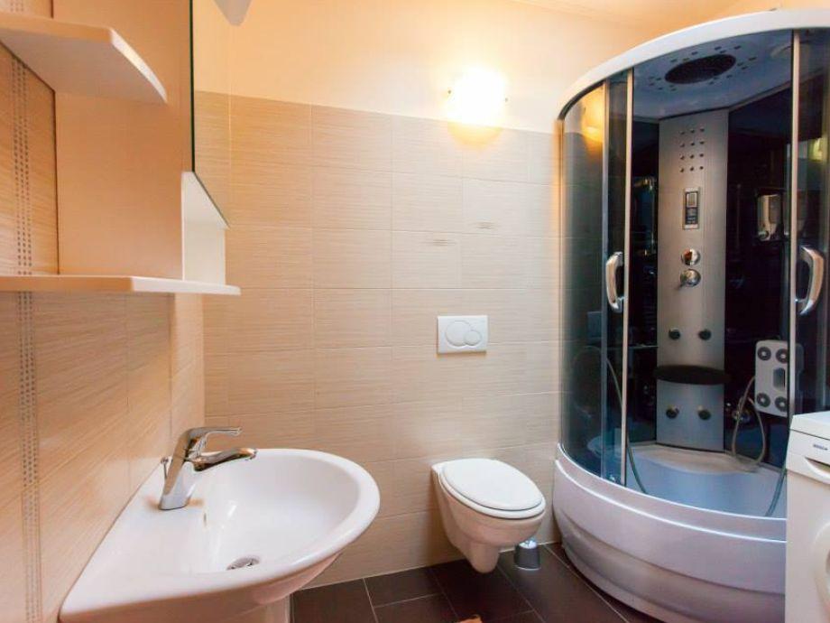 Badezimmer 2 Badezimmer 3 Separates WC[R