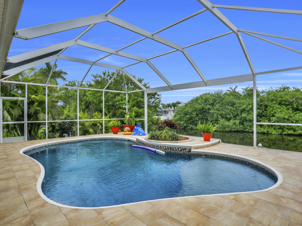 Ferienhaus villa secret garden florida frau ingrid wings for Secret garden pool novaliches