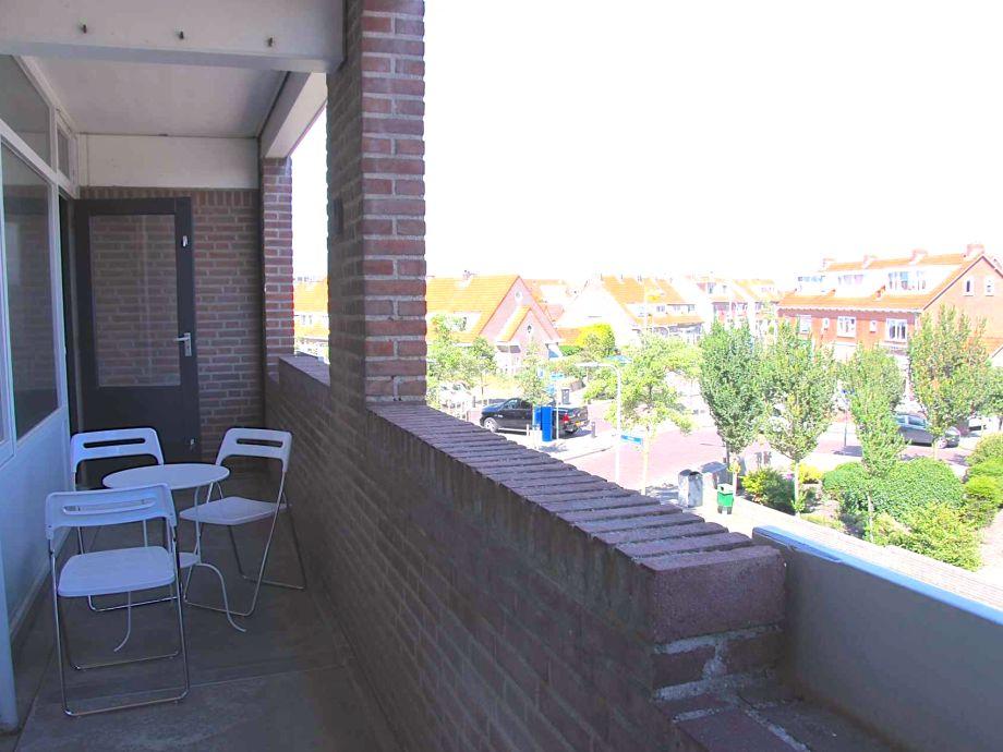 Der Balkon mit Gartenmöbel