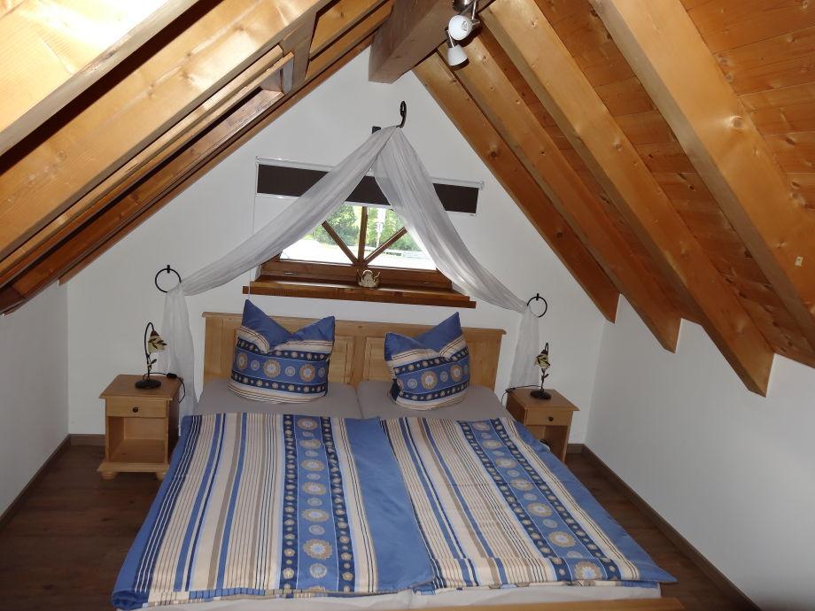 Schlafzimmer im gemütlichen Dachspitz