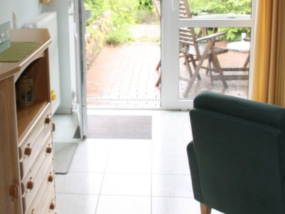 Wohn-/Esszimmer mit Zugang zur Terrasse
