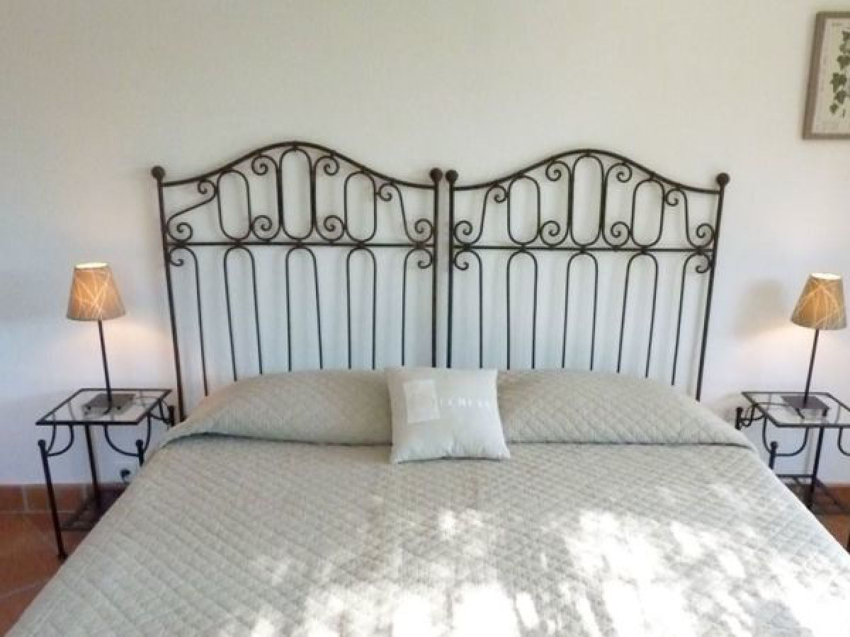 ferienwohnung c te jardin im haus les eucalyptus c te d. Black Bedroom Furniture Sets. Home Design Ideas