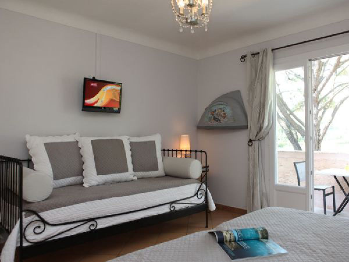 ferienwohnung soleil couchant im haus les eucalyptus. Black Bedroom Furniture Sets. Home Design Ideas