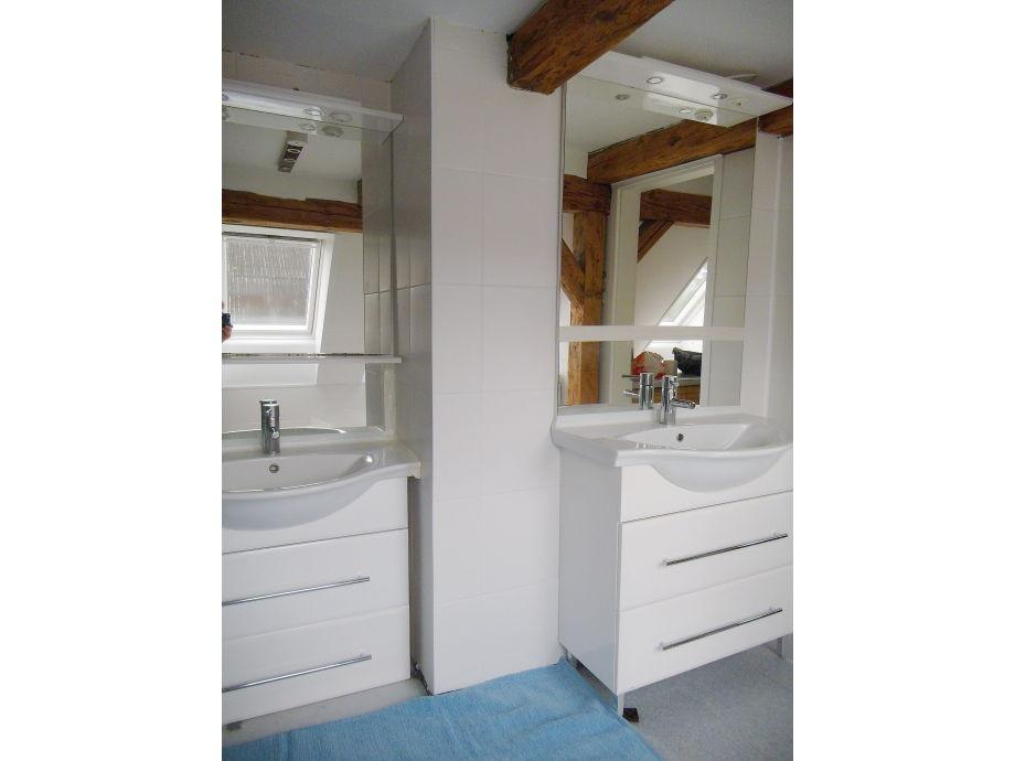 im Bad  2 Waschplätzen