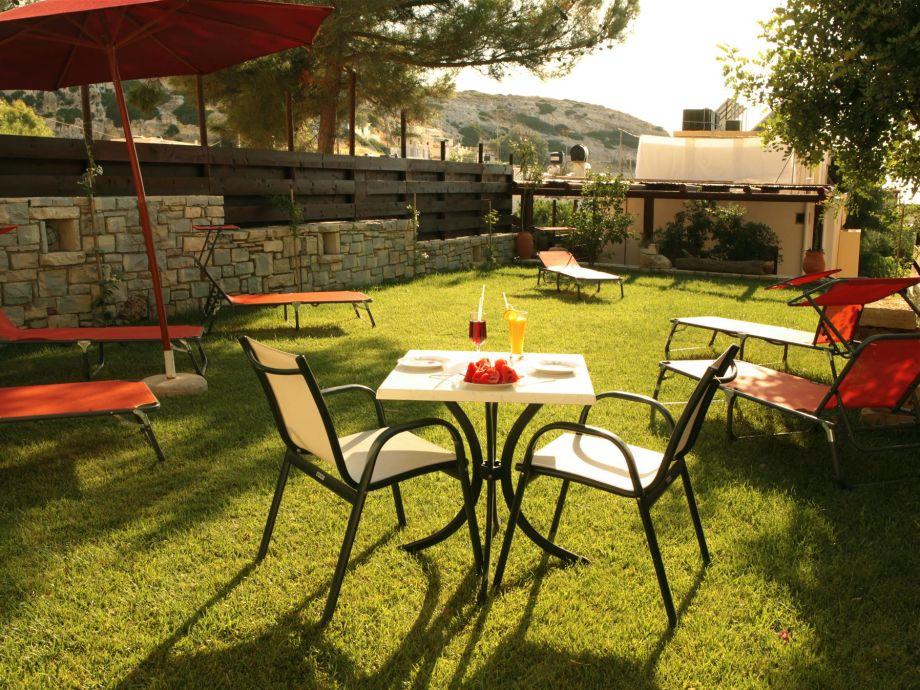 Außenbereich mit Gartenmöbeln