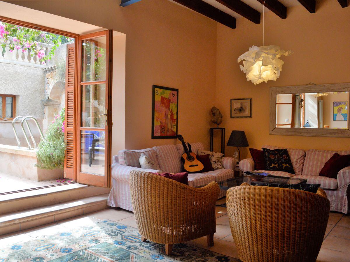 ferienhaus gro es stadthaus mit pool in capdepera capdepera frau waltraud hick. Black Bedroom Furniture Sets. Home Design Ideas