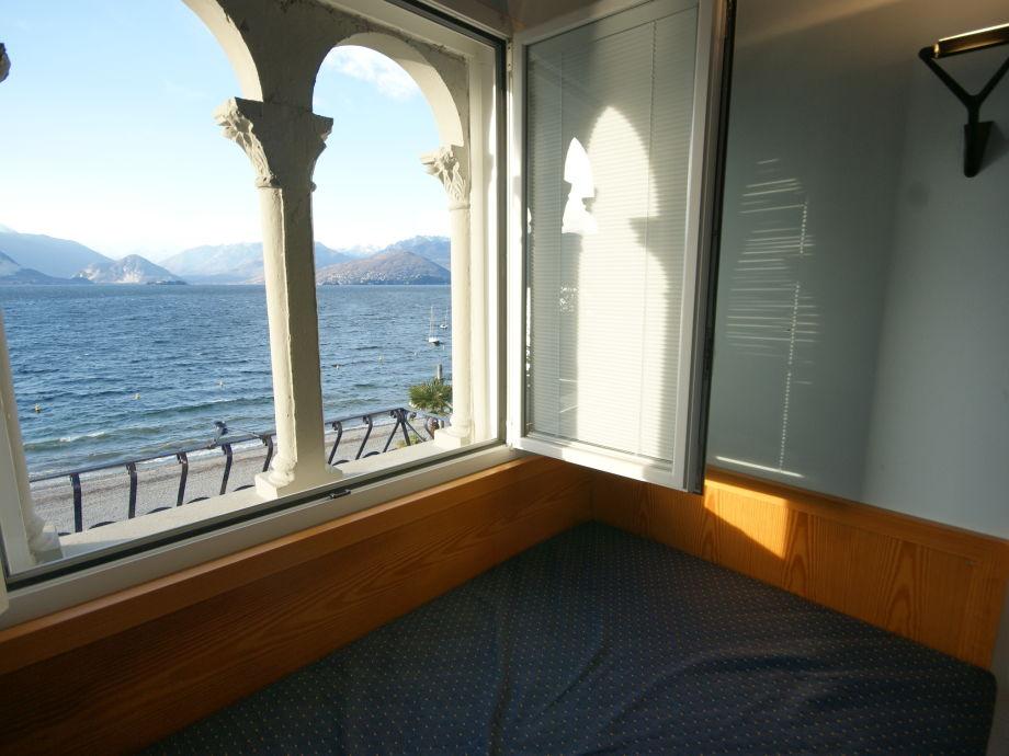 Traumhafter Seeblick vom Bett aus