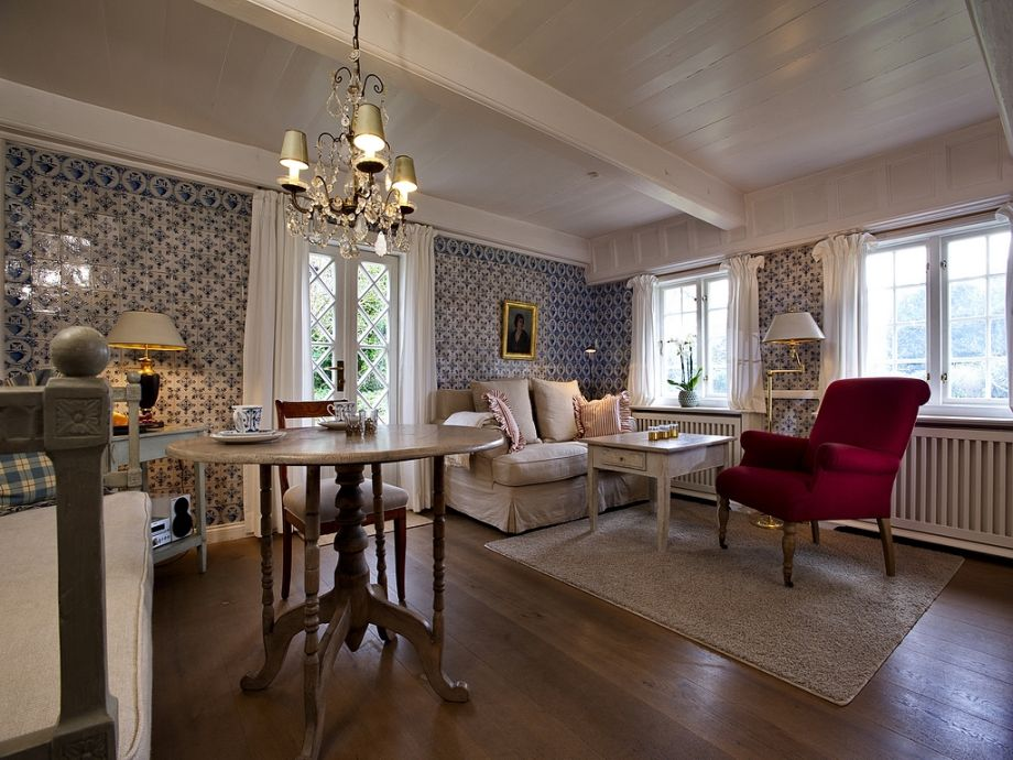 Wohnraum mit Essplatz und Gartenzugang
