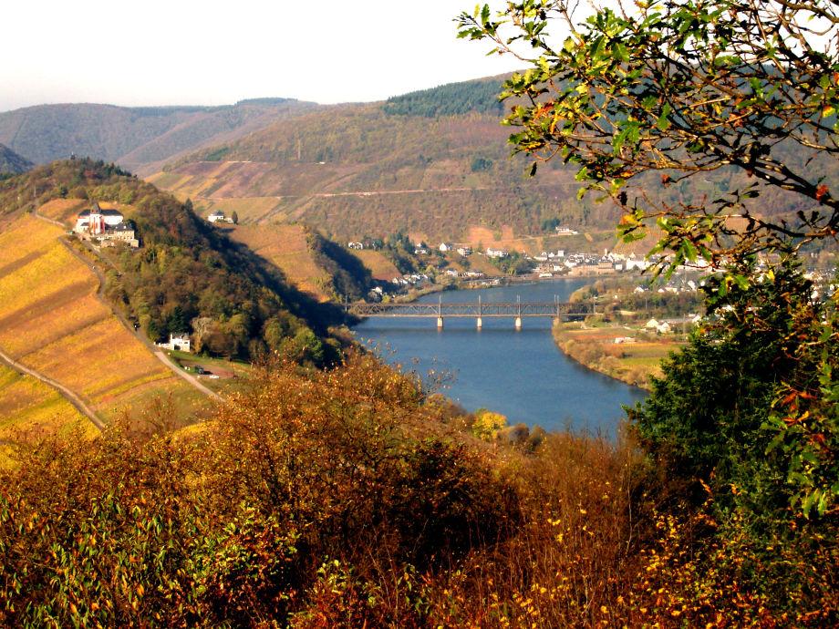 Blick auf die Marienburg u. die Doppelbrücke von Bullay