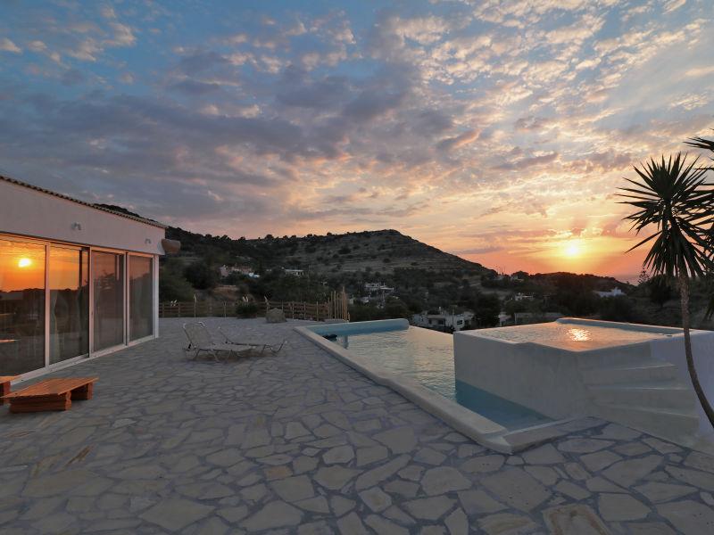 New Stone Villa mit Pool