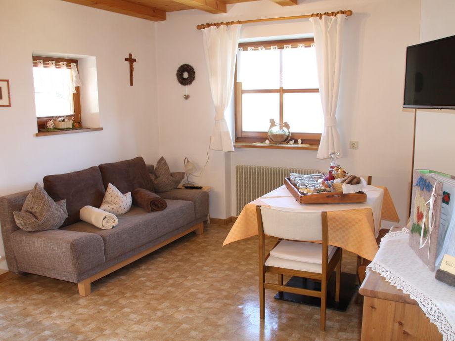 ferienwohnung kirschbl te klein fein eichernhof italien s dtirol meraner land v ran. Black Bedroom Furniture Sets. Home Design Ideas