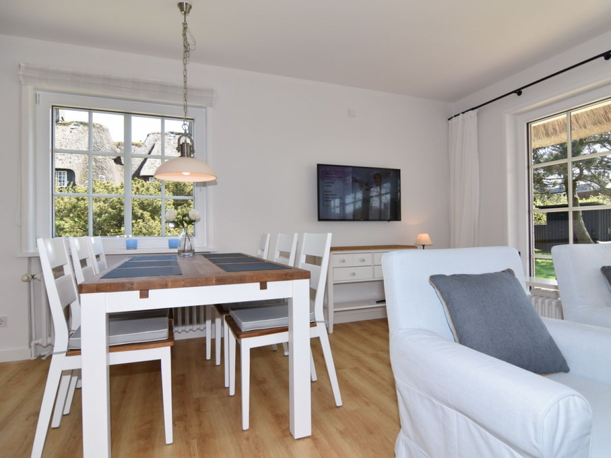 ferienhaus fiete sylt nordfriesische inseln firma reinhold riel immobilien gmbh frau maike. Black Bedroom Furniture Sets. Home Design Ideas