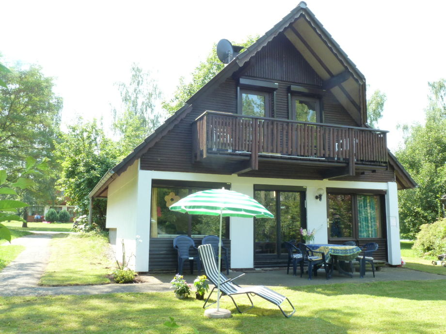 Ansicht von Haus und Terrasse