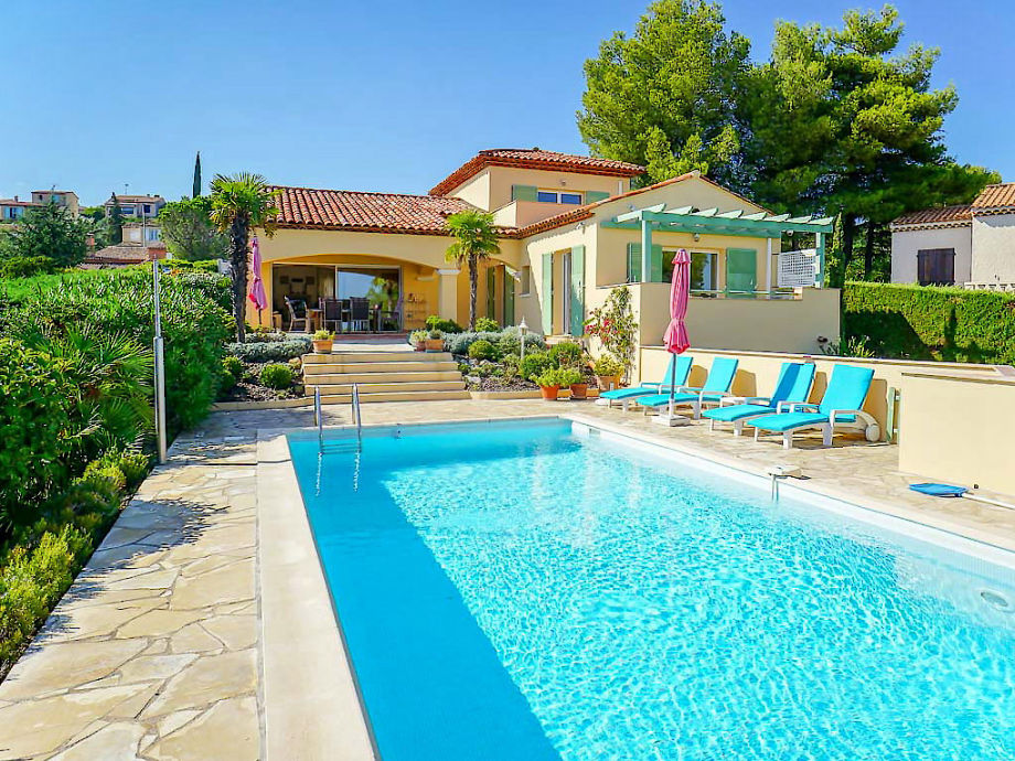 Villa with pool and sea view on the Côte d'Azur