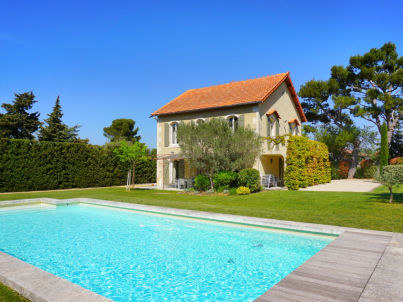 with heated pool near Saint-Remy in Provence