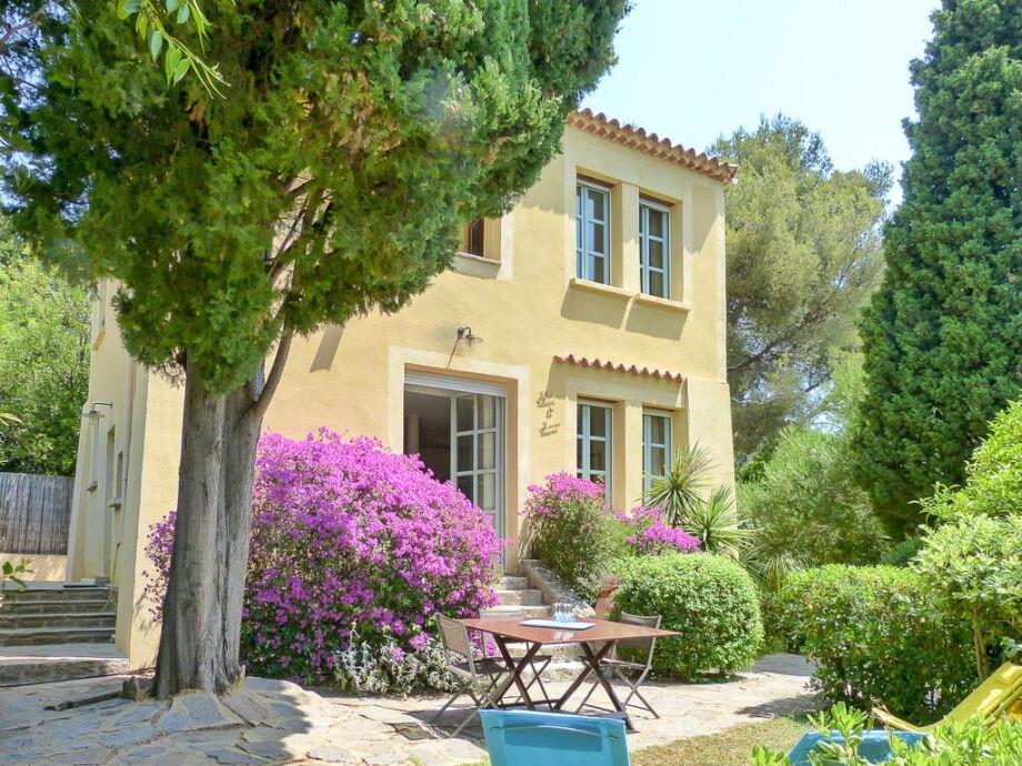 Ferienhaus mit mediterranem Garten direkt am Strand
