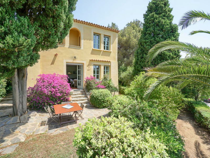 Holiday house above the beach in Le Rayol-Canadel