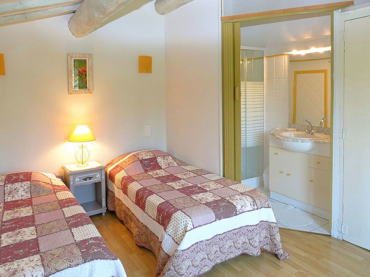 ferienhaus mit pool am ortsrand von carpentras provence carpentras firma marion kutschank. Black Bedroom Furniture Sets. Home Design Ideas