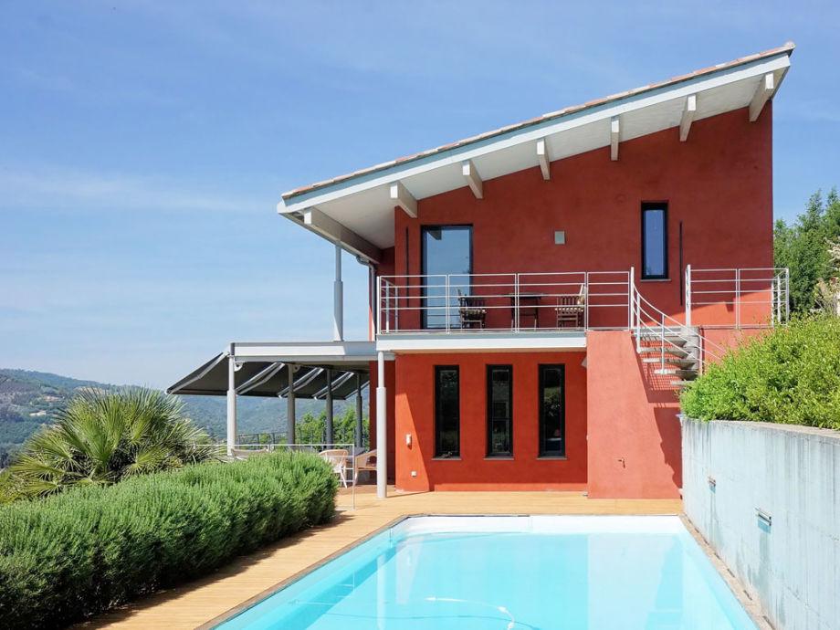 Ferienhaus mit Pool und Weitblick