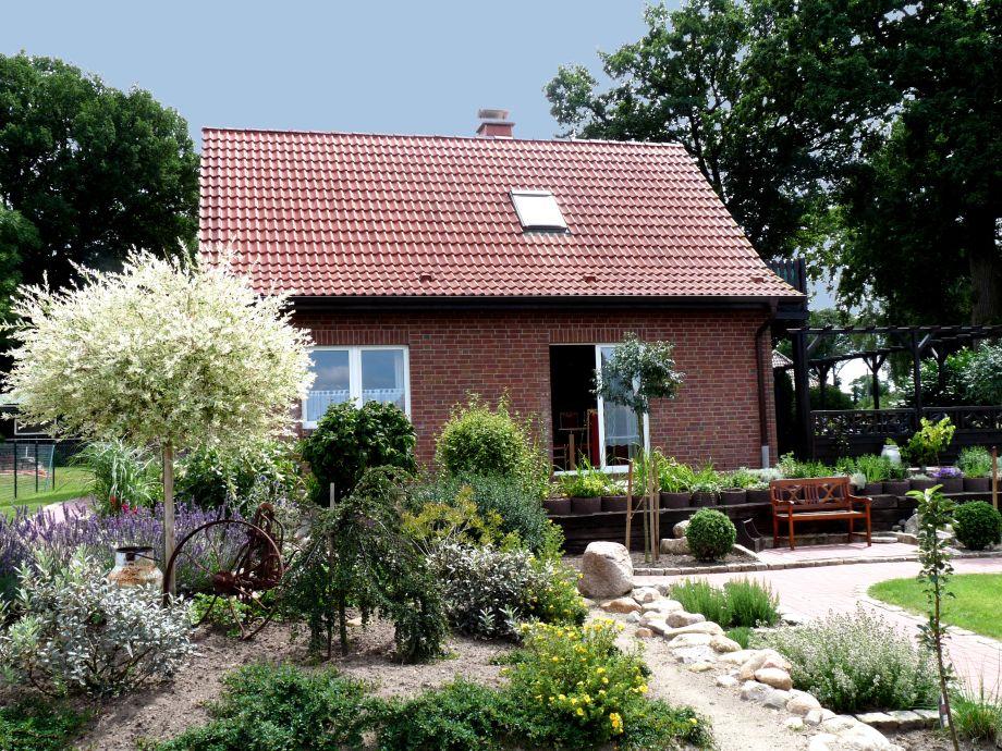 Blick auf das Ferienhaus vom Garten aus