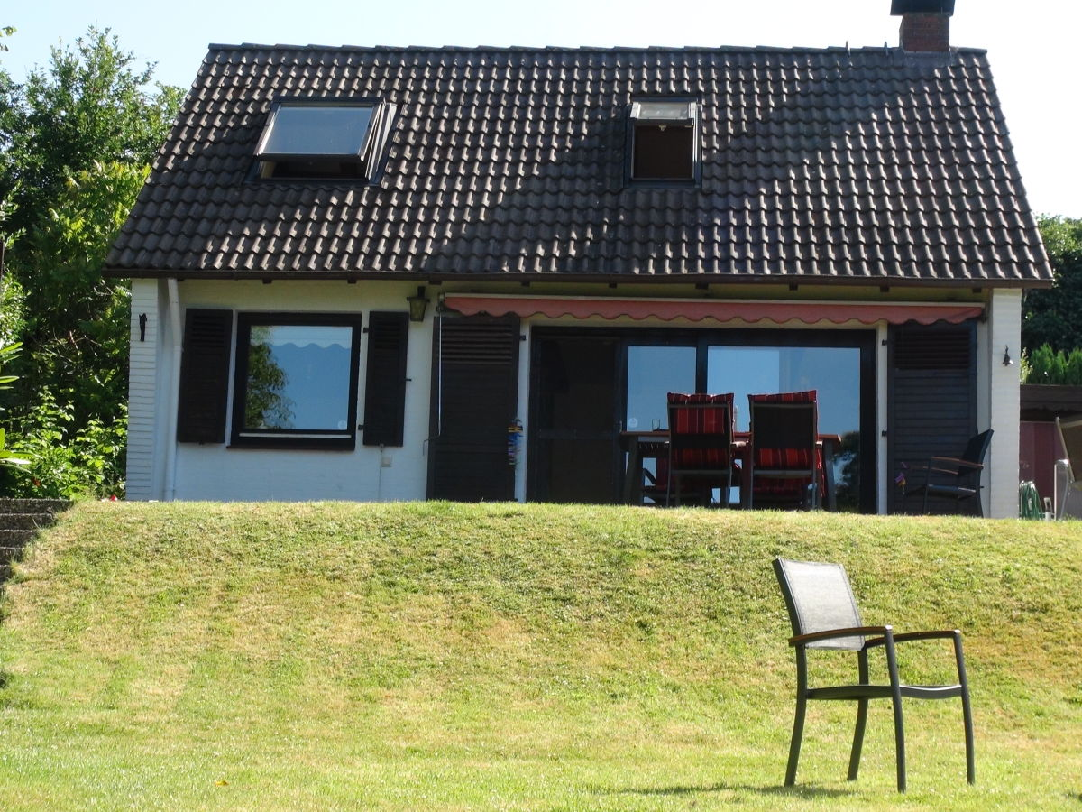 ferienhaus direkt am belauer see belau herr robert buchholz. Black Bedroom Furniture Sets. Home Design Ideas