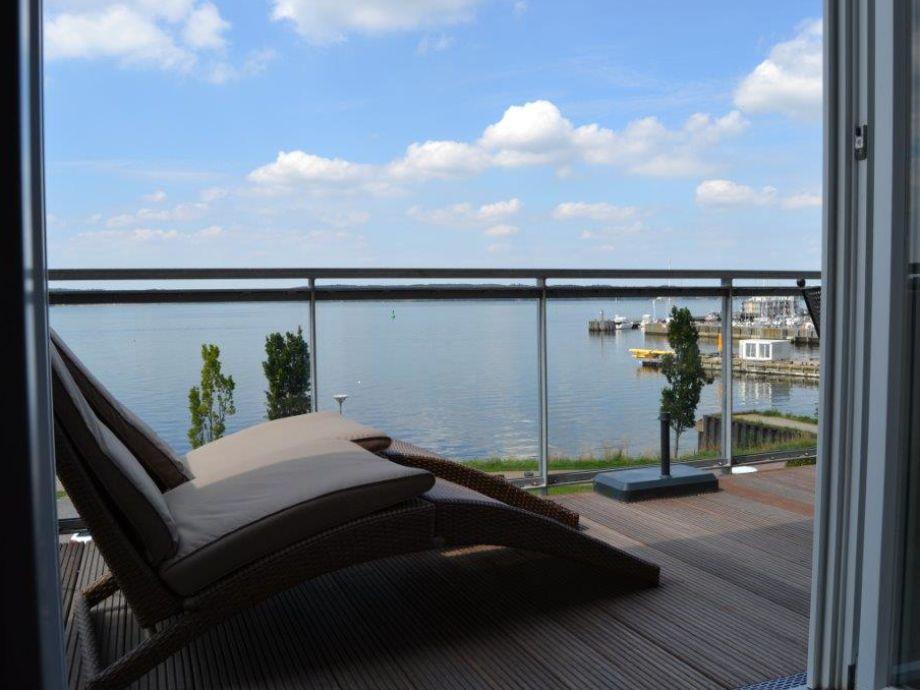 Balkon mit Liegestühle