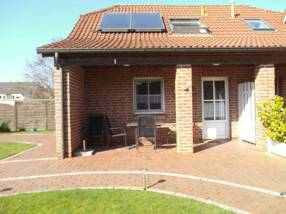 Terrasse und Eingang Inge EG