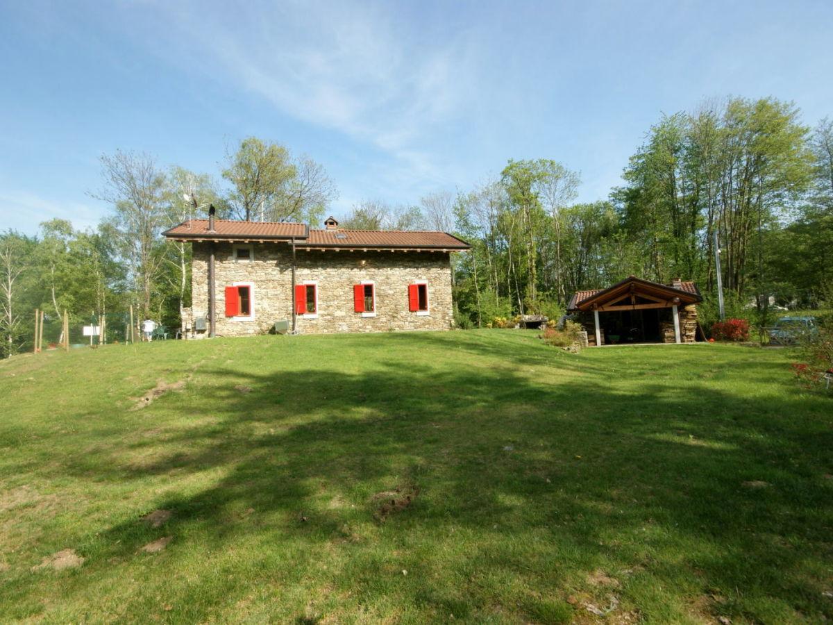 villa case sparse italien piemont lago maggiore stresa firma la tua casa srl katia und gioia. Black Bedroom Furniture Sets. Home Design Ideas