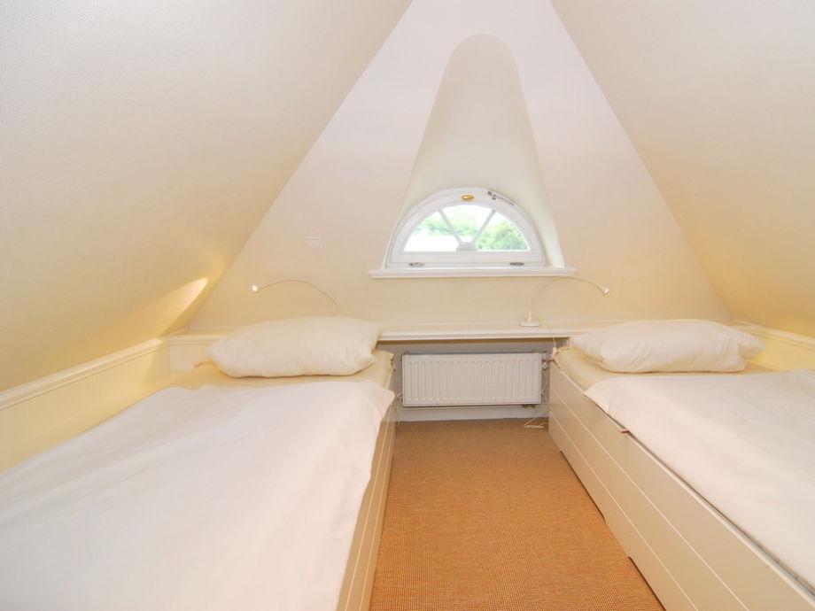 Schlafzimmer wandfarbe ideen for Badideen unterm dach