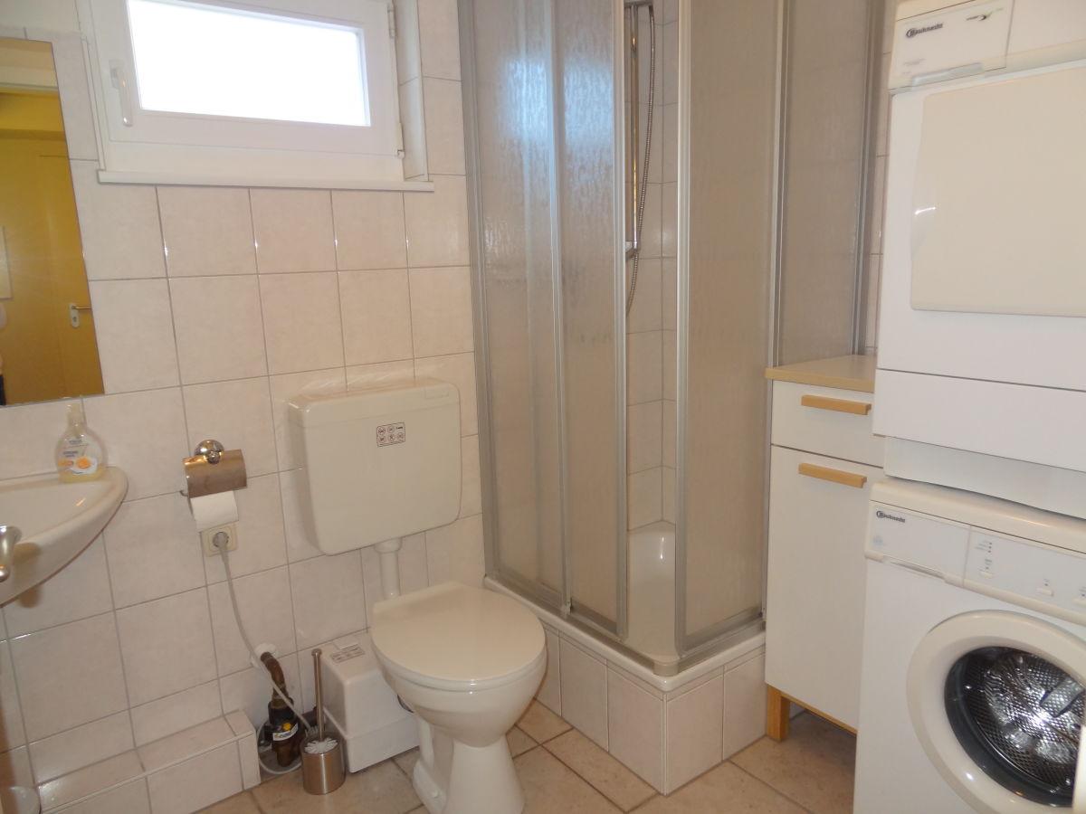 waschmaschine und trockner im bad alles ber wohndesign und m belideen. Black Bedroom Furniture Sets. Home Design Ideas